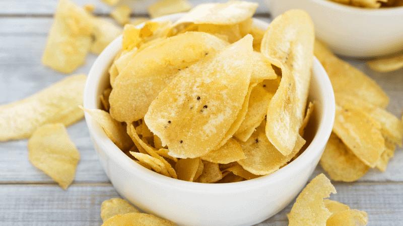 Can Cats Eat Banana Chips? (Health Benefits)